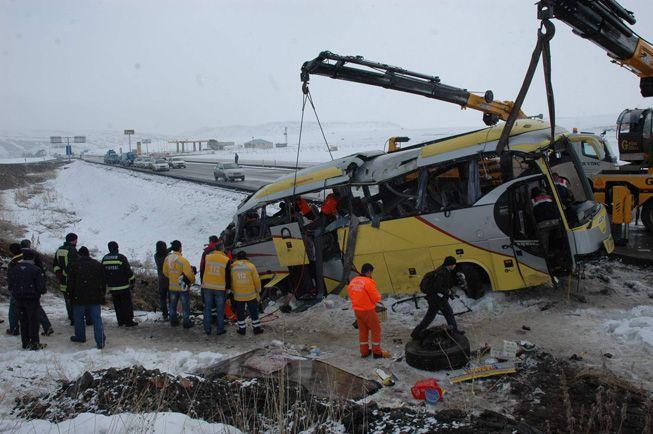 Erzurum'da feci kaza: 4 ölü 24 yaralı
