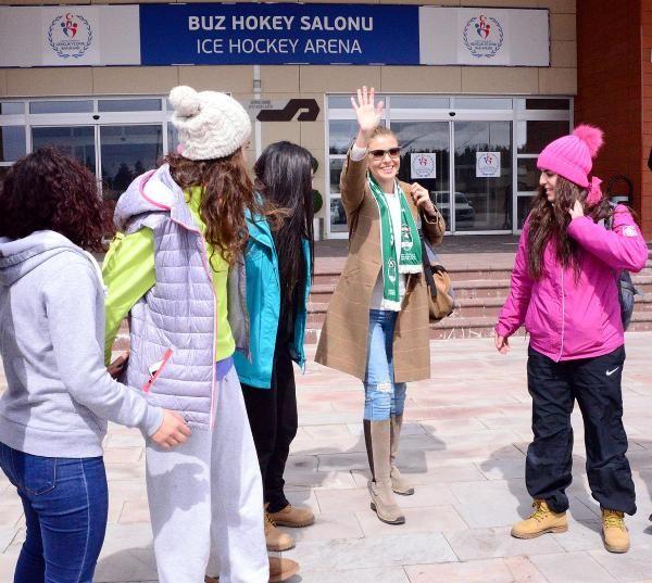Gülben Ergen Narmanlı buz perileri için Erzurum'a geldi