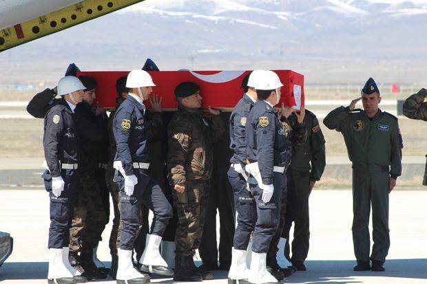 Şehit polis Karakaya'nın cenazesi Erzurum'a getirildi