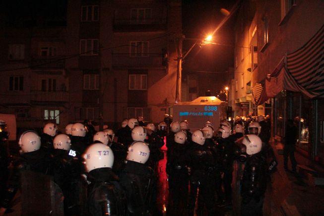 Bursa'da BDP binasına saldırdılar