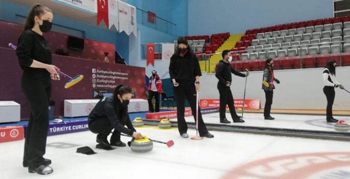 Curling milli takımlarının Erzurum kampı sürüyor