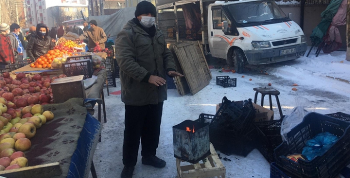 Erzurum'da pazarcıların soğuk hava ile imtihanı