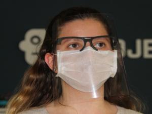 3D yazıcı ile gözlüklü siper maske üretti