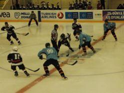 Erzurum buz hokey takımı farklı yendi