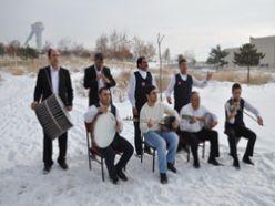 Erzurum`da kar üzerinde fasıl