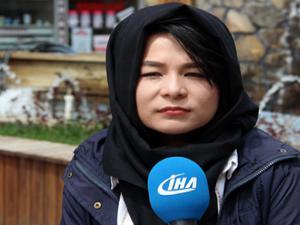Afgan kızdan dünyaya mesaj niteliğinde resim