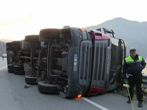 Artvin'de ot yüklü kamyonların kazaları korkutuyor