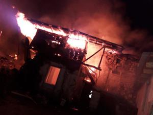 Başkent'te çok sayıda ev ve ahır yandı