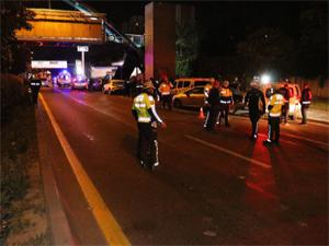 Başkent'te polis uygulamasına araç daldı