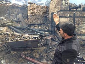 Bir mahalle yangında kül oldu
