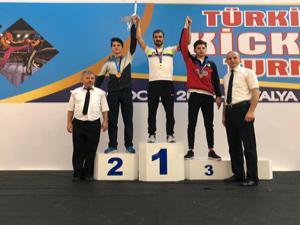 Büyükşehir'in milli sporcuları kick boks'ta tarih yazdı