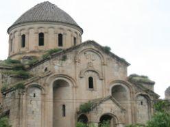 Öşvank kilisesi restore bekliyor