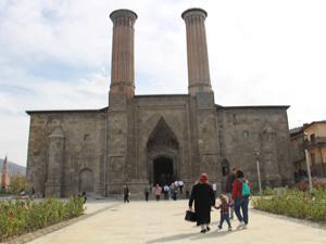 Çifte Minareli Medrese'de klima şoku