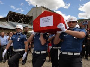 Denizde boğulan polis memuru Erzurum'da toprağa verildi