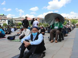 Erzurum cuma namazına akın etti