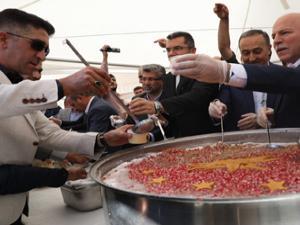 Erzurum'da binlerce vatandaşa aşure dağıtıldı