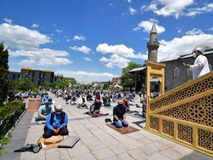 Erzurum'da cuma namazı heyecanı
