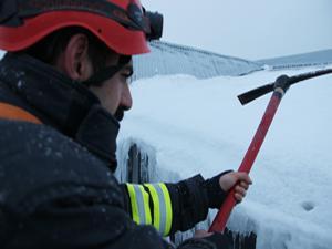 Erzurum'da itfaiyenin buz kırma timi görev başında