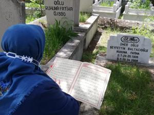 Erzurum'da mezarlık ziyaretlerinde yoğunluk yaşandı