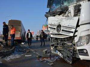 Erzurum'da tanker ile yolcu otobüsü çarpıştı
