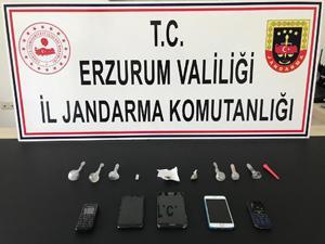 Erzurum'da uyuşturucu satıcısı 4 kişi yakalandı