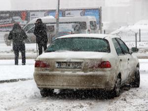 Erzurum'da yoğun kar yağışı etkili oldu