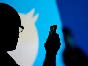 Facebook ve Twitter yüzlerce hesabı sildi!