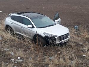 Horasan'da otomobil takla attı, 1 yaralı