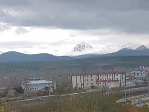Horasan'da yüksek kesimler karla kaplandı