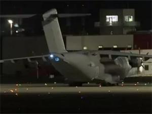 İngiliz uçağı gece saatlerinde havalandı