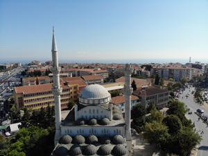 İstanbul'daki depremde caminin minaresi yıkıldı!