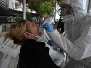 İzmir'de sokakta koronavirüs testi!