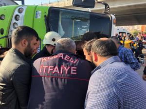 İzmit'te halk otobüsü ile tanker çarpıştı!