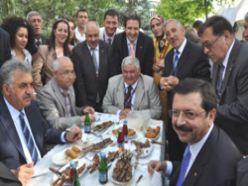 MHP`li Öztürk, Palandöken`i sordu