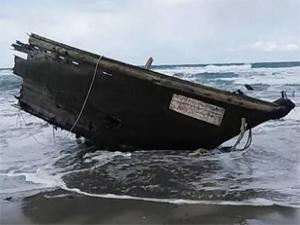 Japonya'da cesetlerin bulunduğu tekne sahile vurdu