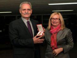 Avusturya`dan Prof.Dr. Özbek`e ödül