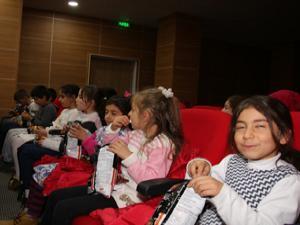 Köy çocukları sinema ile tanıştılar