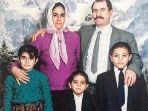 Nusret Gökçe, aile fotoğrafını takipçileriyle paylaştı