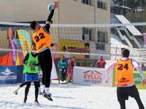 Palandöken'de kar voleybolu final heyecanı