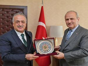 Rektör Çomaklı, Bakan Turhan ile bir araya geldi