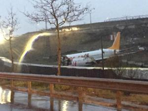 Sabiha Gökçen Havalimanı'nda uçak pistten çıktı!