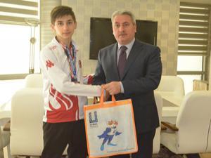 Şampiyon Taekwondoculara ödül
