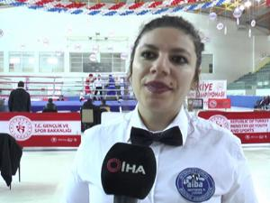 'Şampiyonanın gözdesi kadın hakem Ebru Koç'