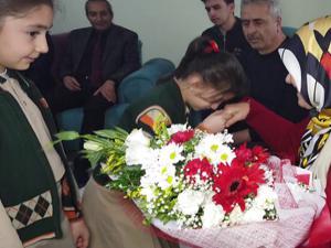 Şehit öğretmen Acar'ın ailesine duygulandıran ziyaret