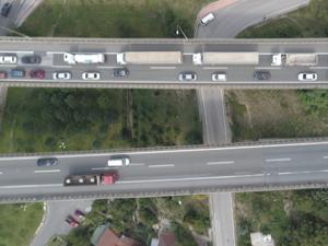 TEM'de zincirleme kaza! Uzun araç kuyrukları oluştu