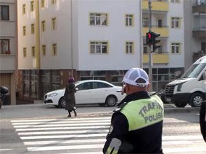 Trafikte 200 bin kolluk görevlisi yaya nöbeti tutacak