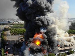 Tuzla'da yangın sırasında tanker patladı