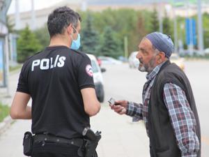 Uzun süre polislere sordu!