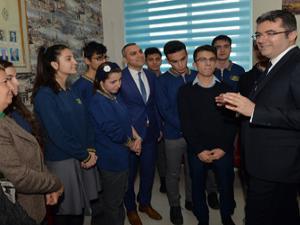 Vali Memiş'ten Erzurum Lisesi'ne ziyaret
