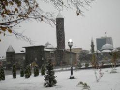 Erzurum`a kar yağdı